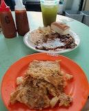 Carrot cake ($3), Chicken chop with garlic sauce ($6.50), XL sugar cane ($3.50) 😍😋👍🏼 .