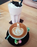 Cookies & cream milkshake ($9.90++), Gula melaka latte ($6.50++) 😋😋 .