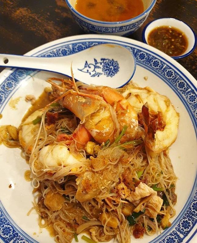 Da shi jia wok fried big prawn white bee hoon ($16.80)!