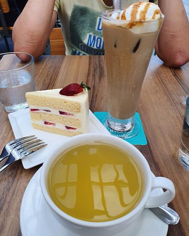 Cake set (citrus green tea + strawberry shortcake: $13) & Kuromitsu kinako latte ($6.50)!