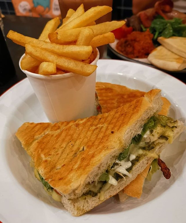 Always good to come back for the Chicken Panini 😍 @40handscoffee .