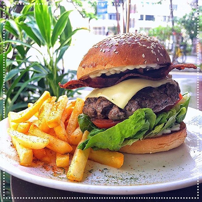 [Flock Café] House-made Beef Burger, S$17 🍔.