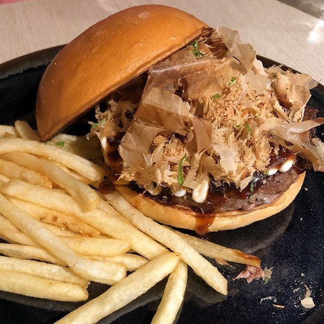 [5 Senses Okonomiyaki Beef Burger-$15.90]  One of the more interesting offerings on @5senses_sg 's  menu is this burger, a fusion between japanese and western flavours.