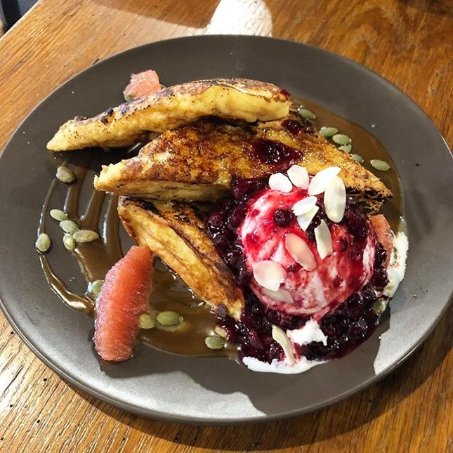 Brulee French Toast ($17) that was so fluffy and eggy 😋 That warm buttery french toast coupled with that cold vanilla ice cream is just so good☺️ Oh and don't forget to use your entertainer app for 1-for-1 to sweeten the deal even further!