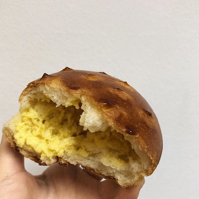 Would've been good if there were actually at least some real pieces of durian flesh in it and if not for the fact that the bun was filled primarily with air (not even bread???) For $2.20, I'd say save your $$ and not give in to their marketing gimmicks no matter how tempted you are🙁  Have yet to try the durian tarts, but now I'm unsure if I want to??🤔 Please up your game!!
