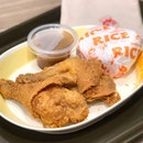 📍2pc Chicken w Rice Set (P164) 📍Jollibee 📍Manila, Philippines  Decided to give @jollibee another try after my previous unsatisfactory experience.