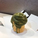 [Matcha Cruffin-$5]  Felt that the cruffin was bigger than your average ones.