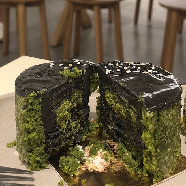 [Emerald Black-$8]  If I had eaten this cake blindfolded, I wouldn't have guessed that there was matcha involved 🤔 However, while its a failure of a matcha cake, its actually a pretty good black sesame cake!