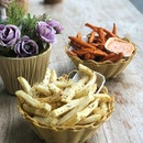 Carbs are life and fries are bæ (especially sweet potato fries 😍) Happy Fri(es)-day everyone- .