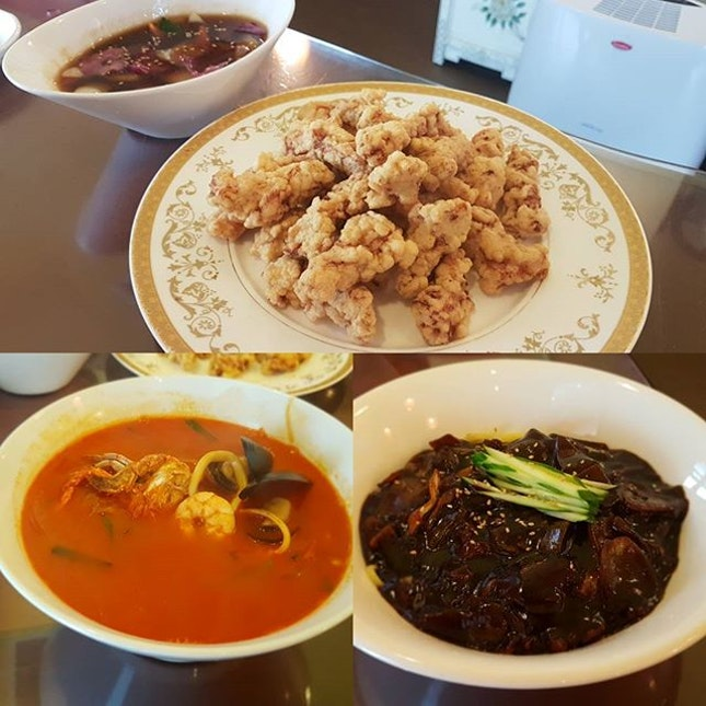 Super craving for some nice 'jjampong' (korean spicy seafood noodle) but seems like I have found a better 'jjajang-myeon' (black soybean paste noodle) and 'tangsuyuk' (sweet and sour pork) instead..