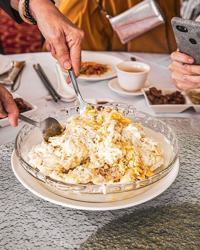 Probably one of my favourite dishes ever - the Sai Pang Xie (赛螃蟹) here is actually not crab but is made with egg white, scallop & fish.