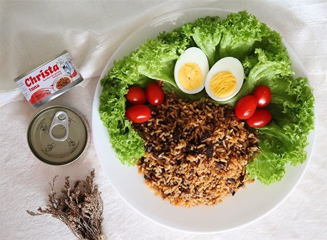 Do you believe that i make this tasty tuna kampong friedrice only using 2 ingredients?