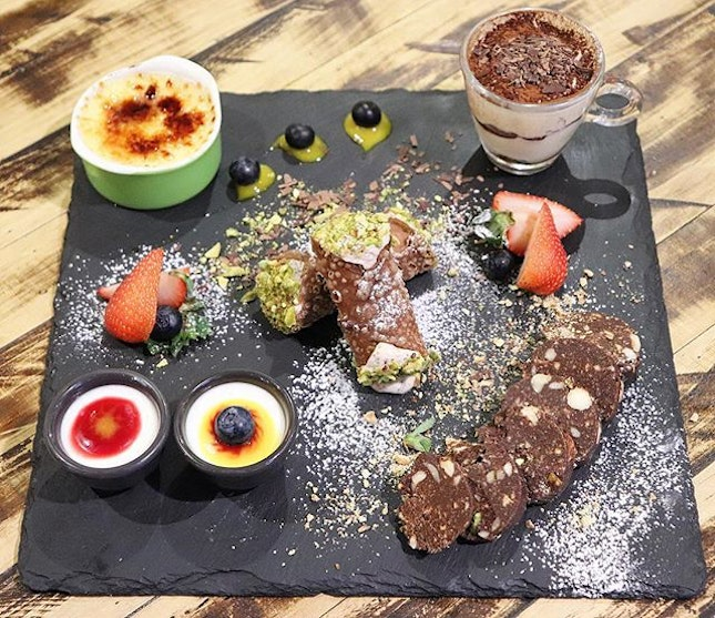 @kucina_sg has awesome desserts and this dessert platter is the best choice when we want to try everything but in smaller size 👍There is avariety of mini desserts such as sicilian cannoli, pannacotta, cream brulee, tiramisu & chef creations.