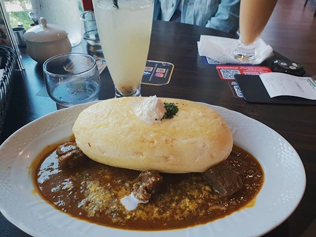 omu rice with beef stew 🍳 found out that they make their own curry sauce, which tastes q good!!