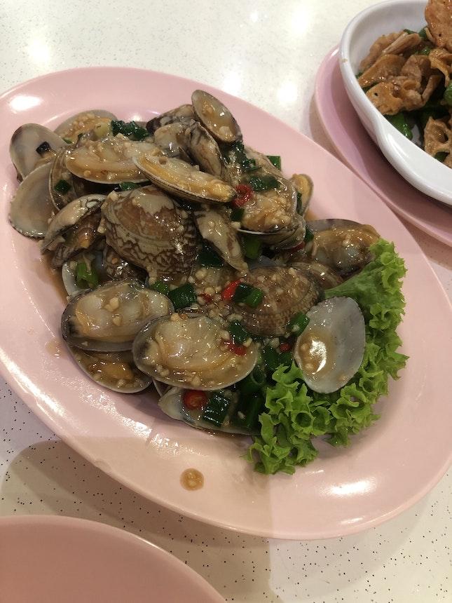 Garlic fried Lala Clams