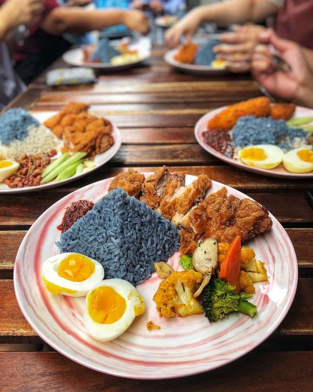 👉Butterfly Pea Flower Rice with Har Cheong Chicken Chop👈