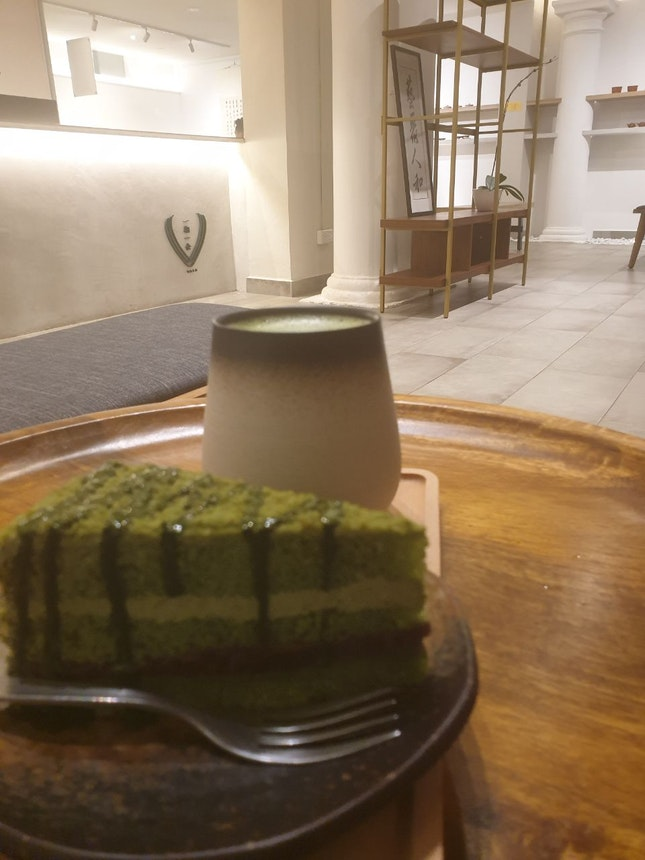 Matcha Tea (hot) and Matcha Azuki Cake