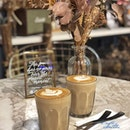 Vanilla latte x Caramel latte  Caffeine-overdosed kinda wknd to wake the sleep deprived soul 😌☕️