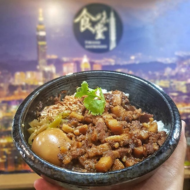 Loving Lu Rou Fan to a extend that @blancheeze & me have already tried most of the #卤肉饭 in Singapore that claim to be the Taste of Taiwan?