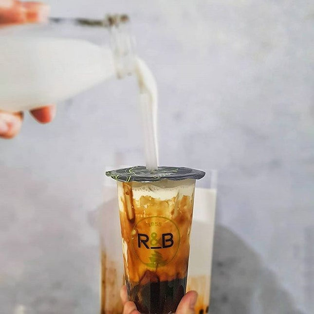 Brown Sugar Boba Milk 青蛙撞奶 * Craving for this drink again, 😋😋!!