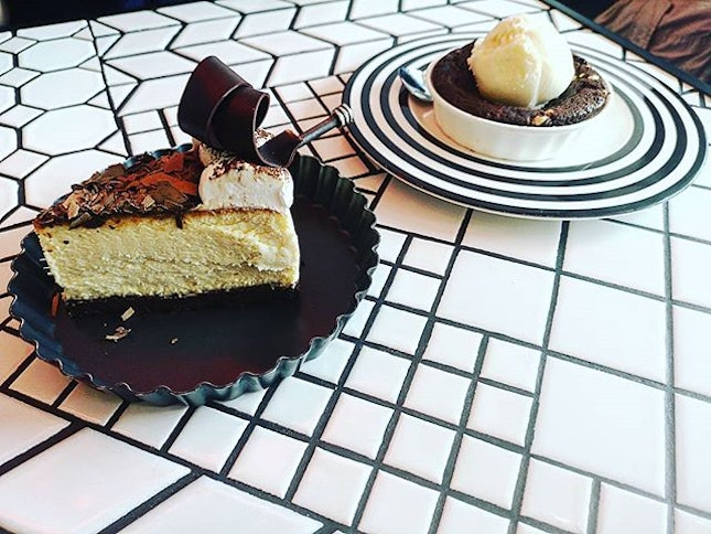 #cakespade #cheesecake #cookie #icecream #desserts #sgcafe #burpple  Brown Cheesecake and Lava Cookie with Vanilla Ice Cream  Cake Spade has been around for quite some time but I never managed to pay them a visit.