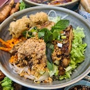 Dry Rice Vermicelli with Roasted Lemongrass Chicken & Spring Roll