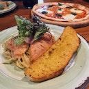 Salmon Linguine 🐟🍝 + Pizza Margherita 🧀🍕