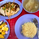 Chicken rice with free-flow achar & soup!