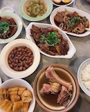 [Rangoon Rd] Thick, robust broth with its distinctive peppery kick-Teochew-style Bak Kut Teh amped up a couple of notches, but was slightly let down by the supporting cast of chewy dough fritters and not-so-tender Pork trotters.