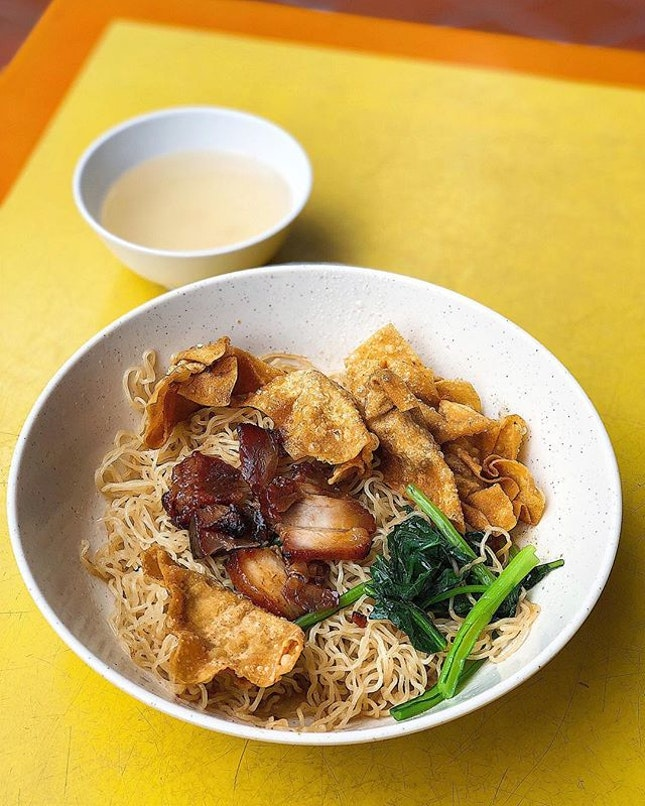 [Beach Rd] The noodles looked deceptively plain, tossed in a colourless lard oil mixture that didn't need the usual chilli and dark sauce for flavour; the intense yet light looking sauce coated every strand of springy noodle nicely.