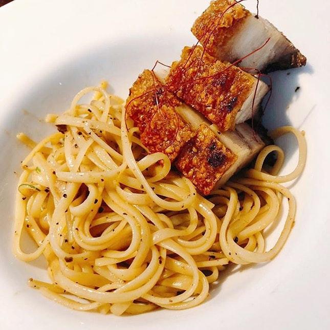 Siobak aglio for lunch #setlunch #lunchatcbd #linguine #fusion #porkbellycrackling #crispyporkbelly #sgfooddiary #sgfoodblogger #burpplesg #burpple #foodcoma