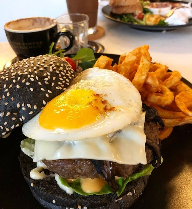 Mothers' day celebration #brunch #angusbeefburger #breakfastspecial #burpple #burpplesg #sgfoodstagram #sgfooddiary #sgfoodblogger #hungrygowhere