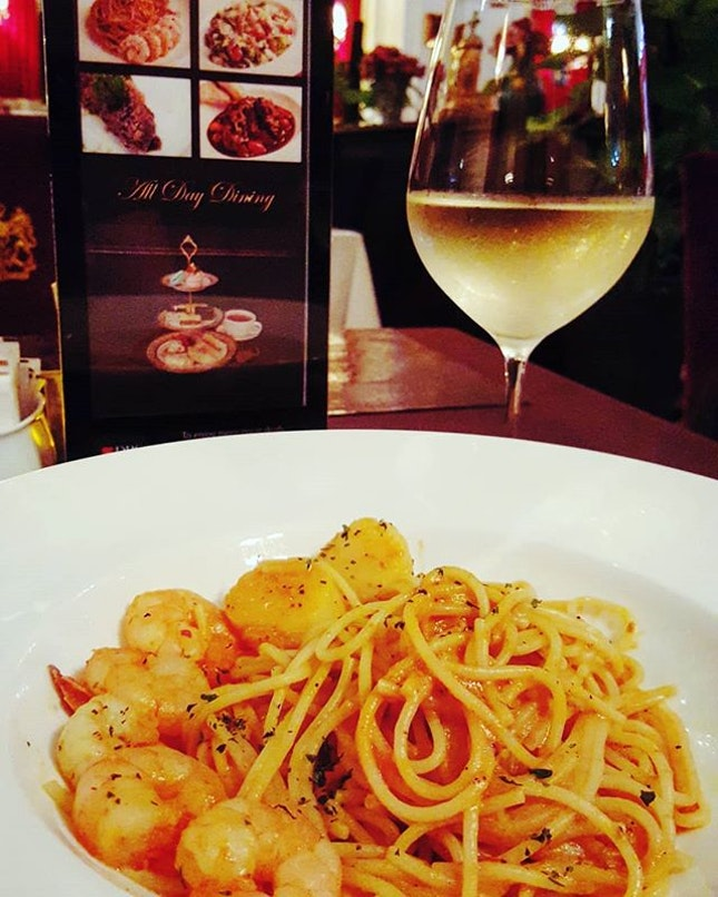 🍝+🍷: #schmancy #saturday today's hunt for #nomworthy experience has brought me back to @highsocietysingapore .