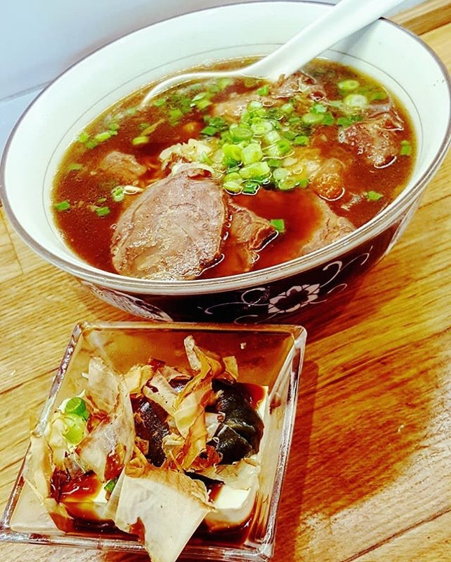 🍲: Somedays are best spent #slurping up noodles nestled in a comforting bowl of #beef broth.