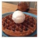Cookie & cream ice cream with original waffle