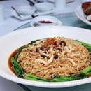 A comforting plate of Braised mee pok with fresh mushrooms and seasonal green from @YanCantoneseCuisine, available as part of its CNY Menu this year.