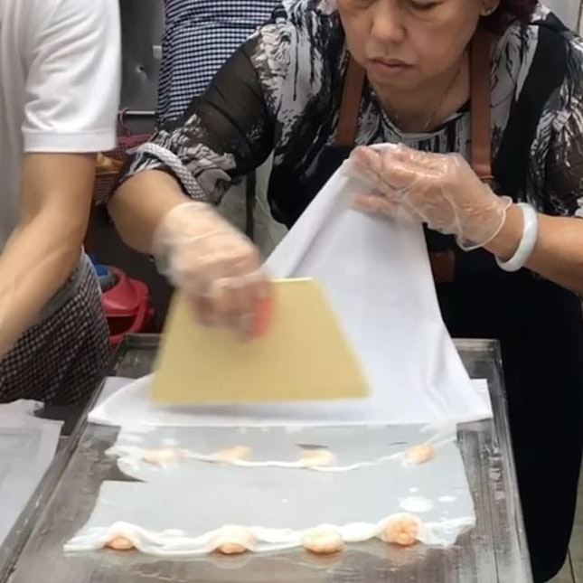 The closest HK style Chee Cheong Fun we can find in Singapore!