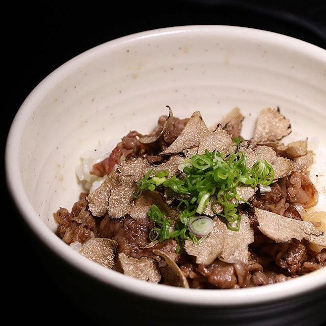 Wagyu beef truffle don from @IzyFook, one of the dishes good for sharing other than the signature meats!