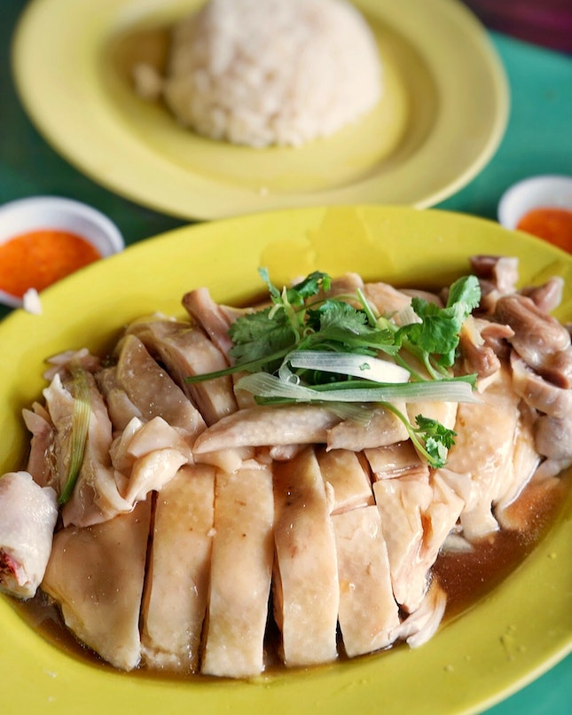 Tian Tian Hainanese Chicken rice, located at maxwell food Centre.its the stall with the longest queue but also move very fast.