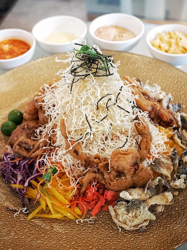 2 different type of yusheng , that presents by 2 different restaurants at @rwsentosa.