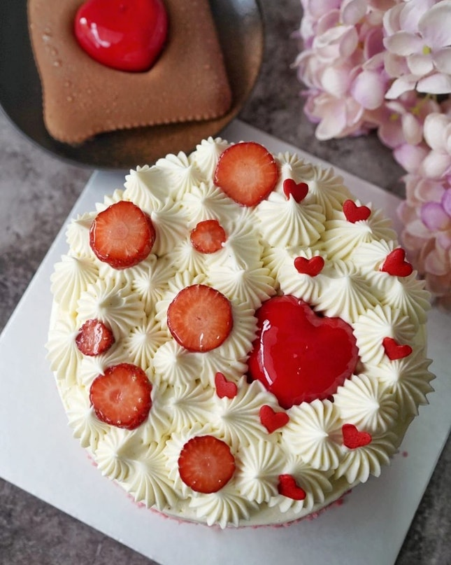 Mothers day is coming, why not surprise ur mom with this pretty sweet treat from @mocchi.singapore.