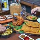 Brotzeit platter (3-5 pax) with Pork Knuckle, schnitzel and sausages