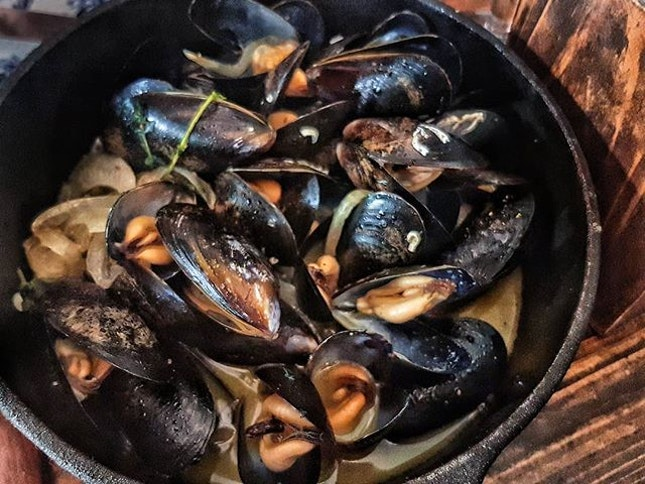 Can't forget this pot of white wine mussels.