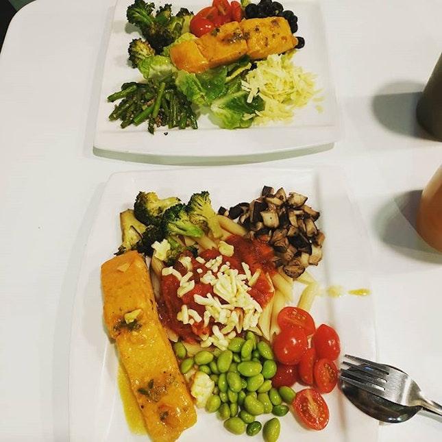4⭐ Value for money lunch: Orange Sesame Salmon + Whole Grain Pasta + Roasted Broccoli + Mushroom + Cherry Tomatoes + Edamame  #Entertainersg #Entertainerappsg #HSBCentertainer #Burpple #Smor #MuscleFuelMealBox