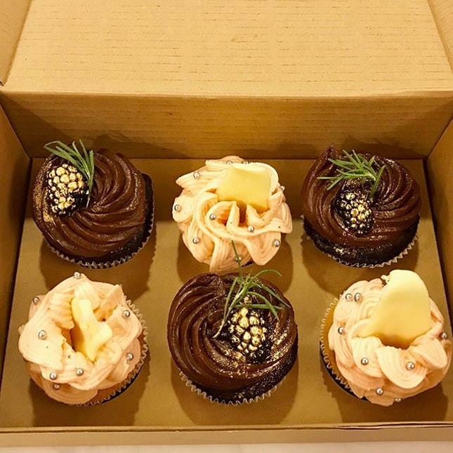 From the good people behind @brine.singapore is this box of cupcakes for Christmas!