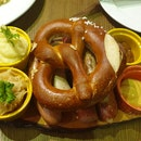 Sausage Platter with Pretzel, Mashed Potato