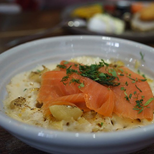 Ocean Mac & Cheese | oven-baked gometi pasta with crabmeat and prawn, topped with smoked salmon