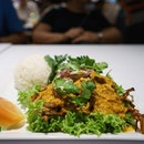 Poo Phat Pong Kari | Rice with soft shell crab, egg and onion curry