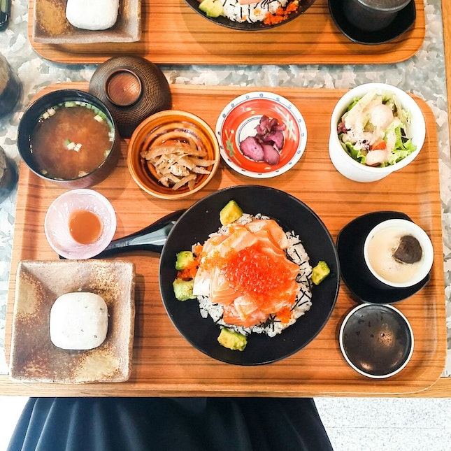 Salmon Ikura Don Set
