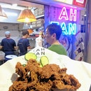 Har cheong gai cutlet 🍗 in this new hawker centre full of younger stalls because of their hawker grant.